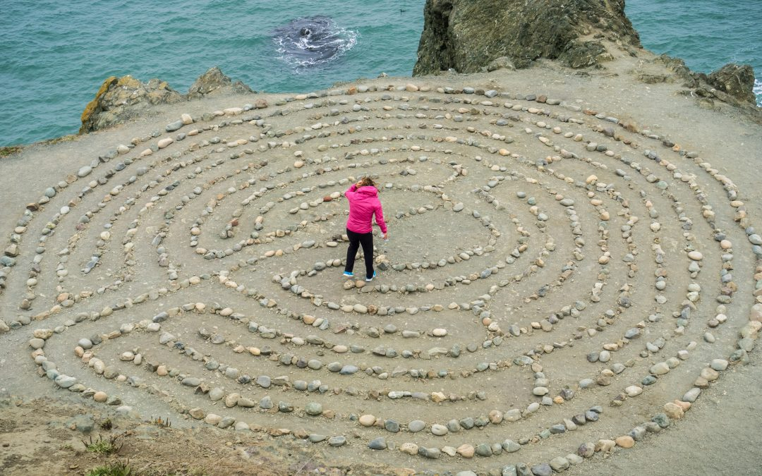 Staying at the centre of the labyrinth